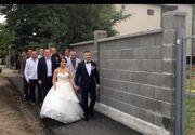 Cu alaiul de nunta la vot! Doi tineri din Arad au mers la vot direct dupa propria nunta!