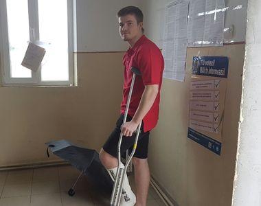 Un tanar din Arad a venit la vot in carje! Baiatul si-a rupt piciorul insa nu a putut...