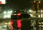 Ploaia torentiala a facut ravagii la Craiova! Orasul s-a inundat instant! Oamenii s-au balacit in apa de peste jumatate de metru!