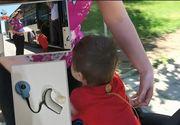 Si-a pierdut aparatul care il ajuta sa auda. Parintii sunt disperati: Copilasul lor nu mai aude dupa ce aparatul s-a pierdut in autobuzul 117