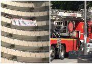 UPDATE Barbatul care ameninta ca se arunca de pe Intercontinental a fost ridicat de politisti. Protestatarul a fost dus la sectie