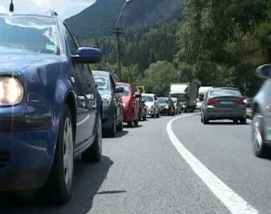 Trafic ingreunat pe Valea Prahovei. Pe DN1 intre Nistoresti si Comarnic se circula bara...