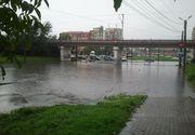 Arad: Două spitale au fost inundate din cauza ploilor. Pompierii intervin în mai multe localităţi