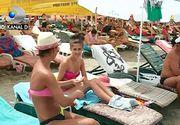 Record pe litoral! 70.000 de turisti au luat cu asalt plajele in mini-vacanta de Rusalii. Printre ei cateva domnisoare s-au facut remarcate. Nu prin lipsa hainelor, ci prin lipsa bunului simt