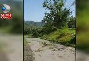 Furtunile violente au facut prapad in urma lor. In centrul tarii, o tornada a luat pe sus tot ce a intalnit in cale. Imagini socante