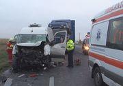 Accident mortal in Cluj: O persoană a murit şi alte şase au fost rănite după ce o dubă de transport călători a lovit un autoturism