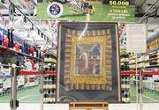 Drapelul lui Avram Iancu nu a ajuns in muzee, ci intr-un supermarket! Steagul a fost cumparat cu 105.00 euro de un om de afaceri de la familia lui Corneliu Vadim Tudor!