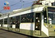 """Ziua in care oamenii din tramvaiul 1 din Bucuresti au zambit. Ce au facut cativa tineri pentru ei: """"Este superb"""""""