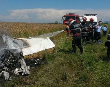 Accident Brasov: Un mort si un ranit in urma prabusirii unui avion de mici dimensiuni...