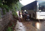 Trafic ingreunat pe DN1, in zona Posada, in urma unei ploi care a adus aluviuni de pe versanti