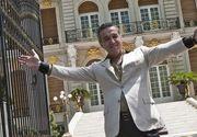 """Cum incearca Gigi Becali sa tina oamenii departe de """"Palatul"""" sau din Aleea Alexandru. Ce mesaj a postat la poarta"""