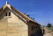 Se poate si la noi! Detinutii de la Penitenciarul Chirila au construit un sat traditional in Delta Dunarii