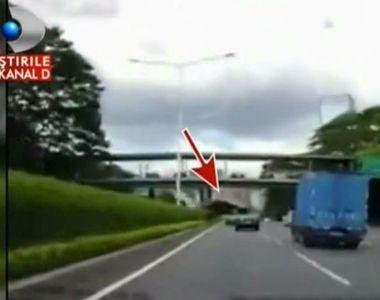Un sofer a avut parte de o experienta greu de imaginat. Se deplasa normal pe autostrada...