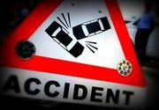Accident grav la iesirea din Orsova. Cinci persoane, ranite grav dupa ce trei masini s-au izbit puternic