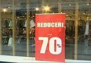 """Reduceri mari in magazine. Romancele au luat cu asalt mall-urile: """"Reducerile sunt la al treilea val"""""""