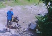 Imagini revoltatoare, surprinse la Timisoara! Un barbat, filmat in timp ce arunca gunoiul pe strada. Vecinii sunt revoltati