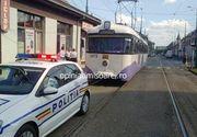 Panica intr-un tramvai plin cu calatori. Vatmanul a lesinat, iar garnitura a mers singura doua statii! Calatorii au inceput sa dea cu pumnii in geamuri de disperare