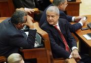 """Adrian Nastase: """"Scaunele pe care stau parlamentarii romani sunt desenate de mine dupa modelul celor din Parlamentul de la Ankara!"""""""