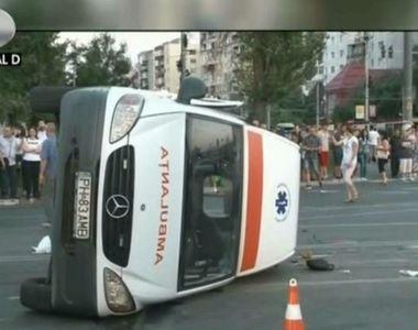 Un tanar teribilist a intrat cu masina intr-o salvare care ducea la spital un batran de...