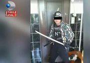 """Un tanar din Cluj Napoca, care se crede luptator ninja, terorizeaza un cartier intreg. Vecinii l-au reclamat, dar politia nu ii face nimic: """"A vrut sa o bata pe nevasta mea gravida"""""""