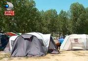 Campingurile de pe litoral sunt pline. Turistii au venit cu mancare de acasa, femeile gatesc de zor, iar barbatii beau sprit