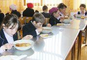 Nou proiect in invatamantul romanesc. 22 de scoli din tara vor primi din toamna pachet sau o masa calda pe zi