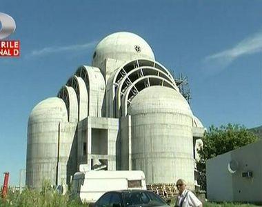 De zece ani se tot construieste Catedrala Sfantul Ioan Botezatorul din Oltenia. Daca...