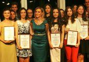 Gabriela Firea a premiat cu cate 1000 de lei pe cei 62 de elevi care au avut media 10 la BAC si la Evaluarea Nationala