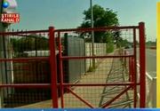 """O inventie a primarului din Ghimbav i-a lasat pe cetateni cu gura deschisa. A construit trotuarul cu gard si porti de acces. Cum arata cea mai noua """"fita"""" in constructii"""