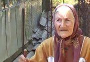 Povestea unei batranici de 100 de ani care locuieste singura intr-un sat din Valcea. Nu a mai coborat in satul vecin de 17 ani. Traieste singura si izolata si face toate treburile gospodariei
