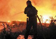 Incendiu de proportii pe platforma Oltchim. Un depozit de materiale cu substante periculoase a luat foc