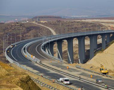 S-au reluat lucrarile la portiunea de autostrada surpata. Lotul 3 Sebes - Turda va vi...