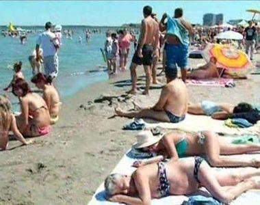 Record de turisti la malul marii! 250.000 de persoane au luat cu asalt litoralul in...