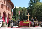 Crucea masonica, pe acoperisul catedralei unde a fost inmormantata Regina Ana? Site-urile crestine ataca dur procesiunea organizata de BOR pentru o catolica