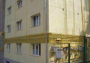 Impletitura de tevi galbene de pe fatada unui bloc din Sinaia a ajuns vedeta pe internet. Ce spune compania de gaze