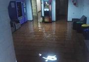 Spitalul CFR din Timisoara a fost inundat dupa o furtuna puternica. Pompierii au intervenit pentru a scoate apa din cladire
