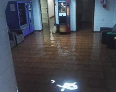 Spitalul CFR din Timisoara a fost inundat dupa o furtuna puternica. Pompierii au...