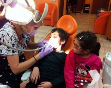 Ea e doctorul copiilor orfani din Slatina. Medicul dentist care trateaza cu bani de...