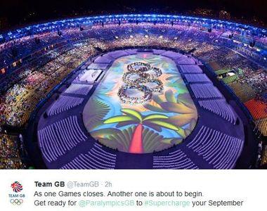 Ceremonia de închidere a Jocurilor Olimpice: sportivii s-au distrat în ploaie, în...