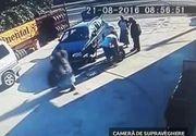 De mana hotilor se prinde mereu ceva, oriunde s-ar afla! O femeie a furat de fata cu mecanicul unei vulcanizari o anvelopa. Intreaga scena a fost surprinsa de camerele de supraveghere din zona!
