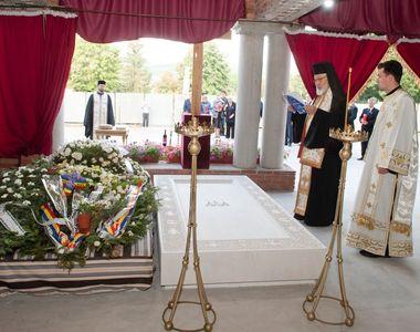 Detaliul de la cripta reginei Ana! Toti cei care au vazut mormantul s-au intrebat ce se...