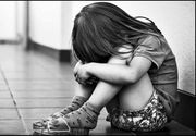 O fetita de 6 ani cu dizabilitati mentale a fost violata de patru baieti in toaleta scolii. Unul dintre agresori are numai 5 ani