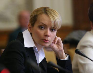 Salariul urias obtinut de sotia lui Victor Ponta de la Parlamentul European! Daciana a...