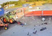 Utilajele unei societati din Buzau au fost distruse de un TIR. Imagini surprinse de camerele de supraveghere