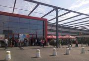 Explozia produsă în mall-ul din Focşani, soldată cu un rănit, a afectat tavanul cinematografului! Toate persoanele din centrul comercial, evacuate