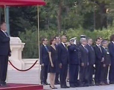 Preşedintele Franţei a început prima sa vizită oficială în România. Un agent SPP, din...