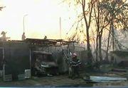 "Panica aseara la Galati. Mai multe garaje au luat foc si un microbuz a fost distrus in totalitate: ""Era o butelie inauntru"""