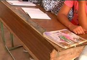 Peste 130 de elevi dintr-o scoala din Piatra Neamt invata in conditii de groaza. Bancile sunt vechi de 40 de ani, calorifele nu functioneaza, iar tencuiala cade de pe pereti