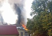 Incendiul izbucnit intr-o cladire din apropierea unei scoli din Bucuresti a fost stins. 200 de elevi au fost evacuati de urgenta. Cladirea este monument istoric
