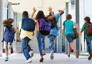 Elevii cu rezultate bune la invatatura pot primi bani din partea Statului - Ce presupune noul proiect de lege la care lucreaza guvernantii